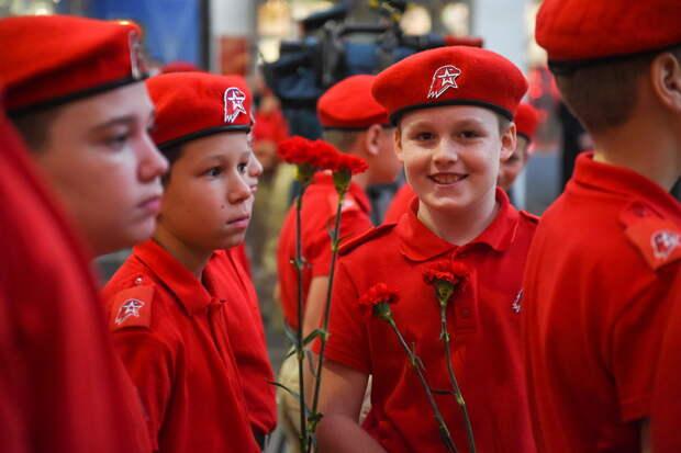 В Центральном музее Вооруженных Сил Российской Федерации состоялась церемония, посвященная принятию школьниками района Митино города Москвы клятвы юнармейца