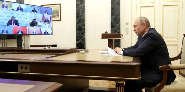 Путин наградил медиков за борьбу с COVID-19