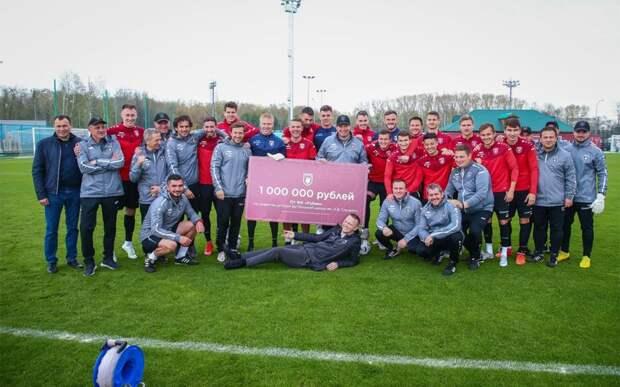 «Рубин» подарил Слуцкому на юбилей сертификат на 1 млн рублей для его футбольной школы