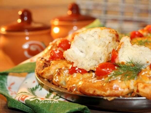 Пирог с начинкой в пряном соусе