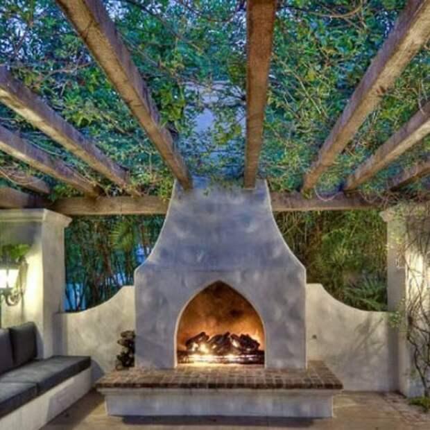 Камины на заднем дворе - идеи дизайна