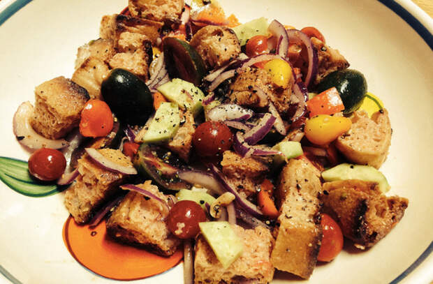 7 салатов, которые можно приготовить только летом. Молодые овощи и зелень раскрывают весь свой вкус