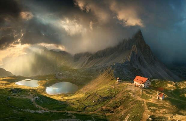 Горный хребет Доломитовые Альпы находится в Италии и с 2009 года включен в список Всемирного наследия ЮНЕСКО. Снимок называется «Летнее утро»