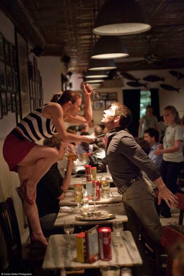 Dancers-Among-Us-in-Fish-Restaraunt-Robert-Kleinendorst-Annmaria-Mazzini59