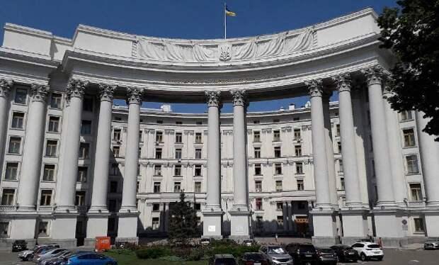 Украина считает, что Россия должна ей платить $100 млн в год за базирование ЧФ в Крыму