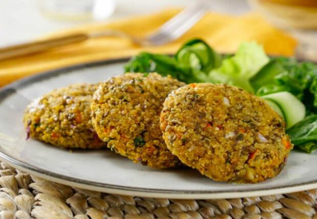 Чечевица, рис и лук: домашние не верят, что в котлетах нет мяса