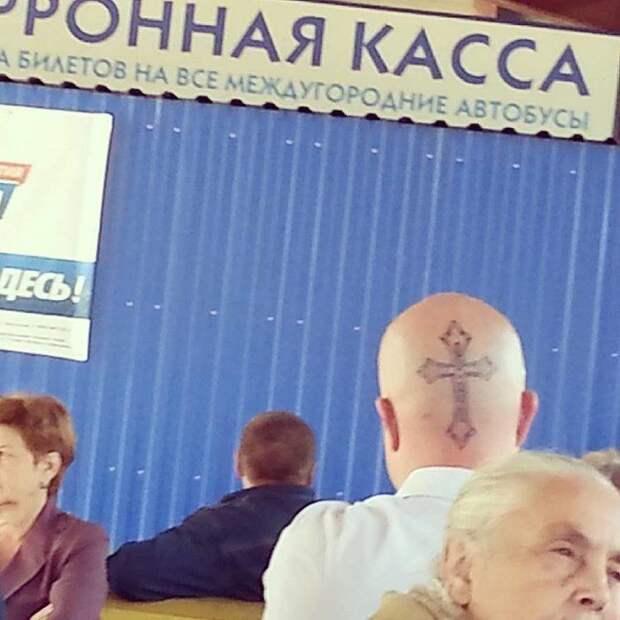 По-настоящему православного человека должно быть видно издалека идиотизм, молитвенник, перестарались, религия, рпц, странные артефакты, экспозиции