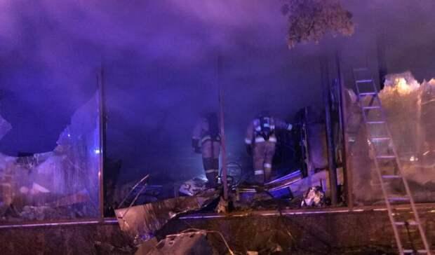 Более 100 человек эвакуировали при возгорании магазина вцентре Ростова