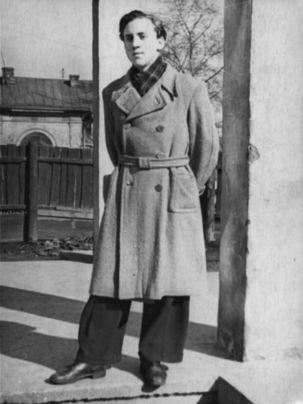 Владимир Высоцкий на Большом Каретном. Фото 5 марта 1955 года.