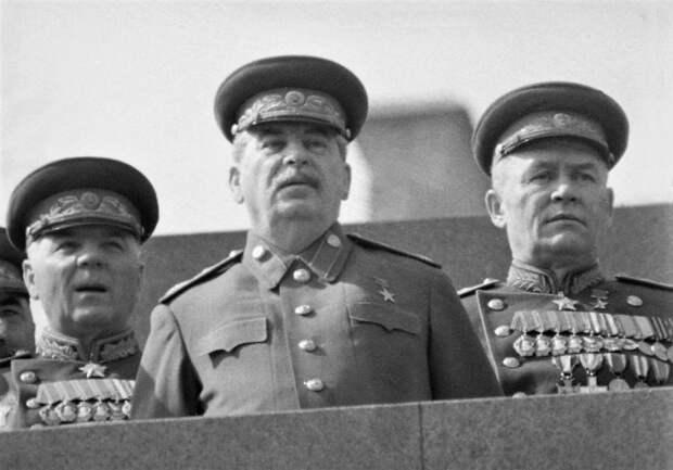 Кто помешал Сталину принять первый Парад Победы
