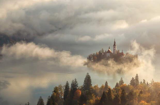 Посреди озера Блед находится единственный в Словении естественный остров. Его красоту и запечатлел фотограф