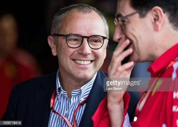 Доменикали надеется, что «невероятный» Хэмилтон останется в Формуле-1