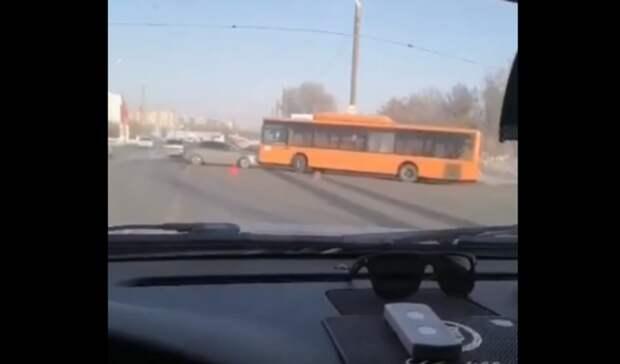 На  Загородном шоссе Оренбурга лоб в лоб столкнулись автобус и автомобиль