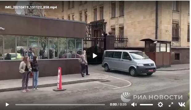 «Реакция русских была неожиданно сильной»: работа посольства Чехии в Москве парализована