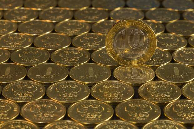 Мантуров доволен обесцениванием рубля