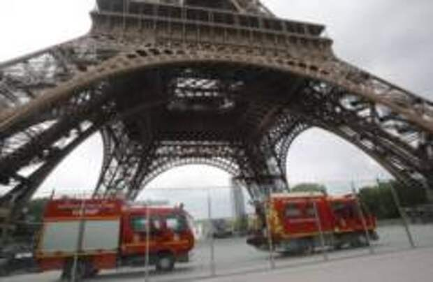 Эйфелеву башню закрыли для посещения
