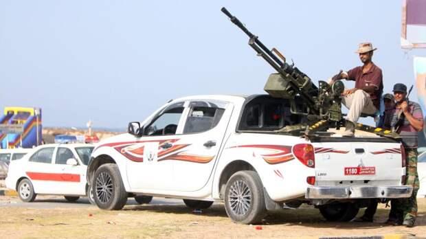 Лишенные зарплат боевики ПНС Ливии принялись грабить и угонять машины в Триполи
