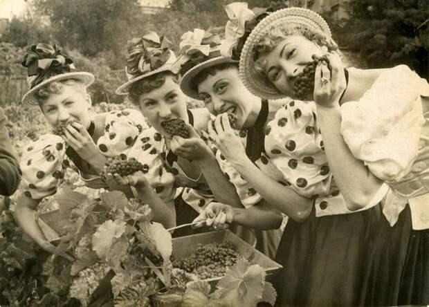 Ретро-снимок с фестиваля виноделия на Монмартре.