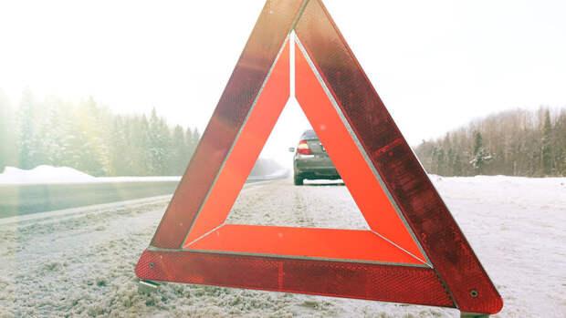 Автобус с пассажирами съехал в кювет вблизи Южно-Сахалинска