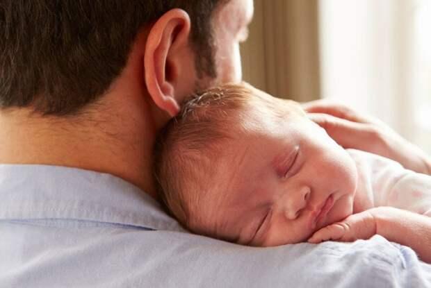 Необычная история: папа изо всех сил пытается полюбить ребенка после того, как жена случайно забеременела