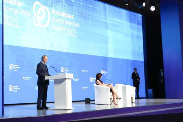 Американская журналистка похвасталась фотографией на фоне Путина