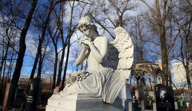 «Папа умер, его больше нет»: вдова скончавшегося от коронавируса блогера рассказала детям правду