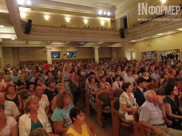 В Севастополе наградили самых-самых среди выпускников школ города (фото, видео)