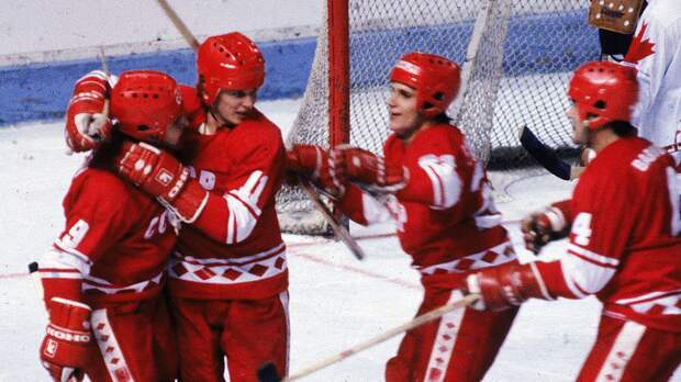 Легендарный гол советского хоккеиста Хомутова. Он исполнил разворот на 270 градусов, чтобы забить «Ванкуверу»