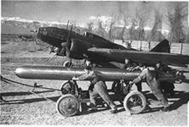Приковать врага к земле!  Действия ВВС Северного флота против аэродромов люфтваффе