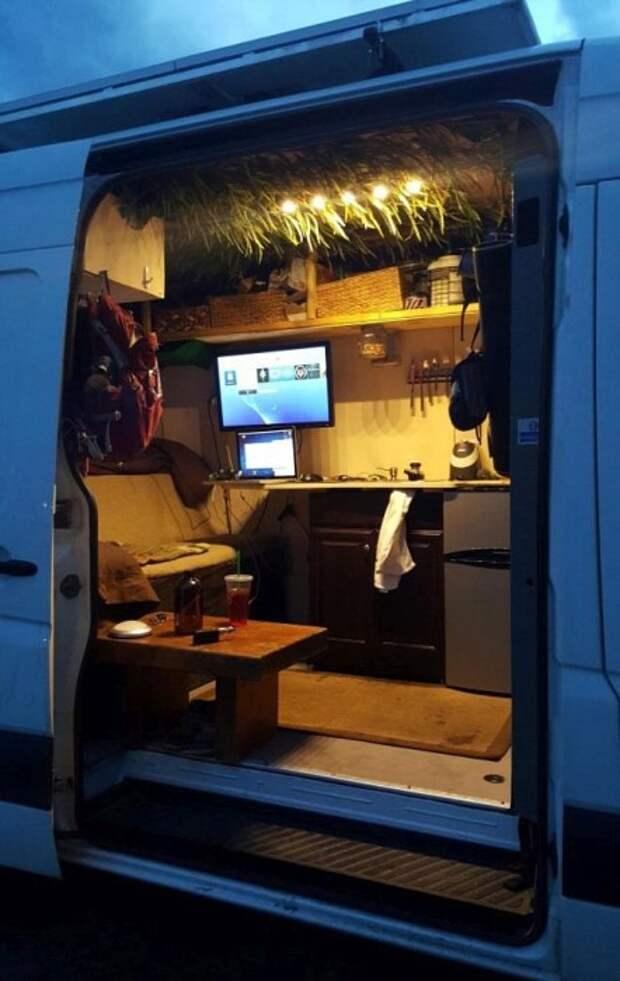 Дом для путешественника на базе небольшого фургона дом на колесах, путешествия, рукожопим