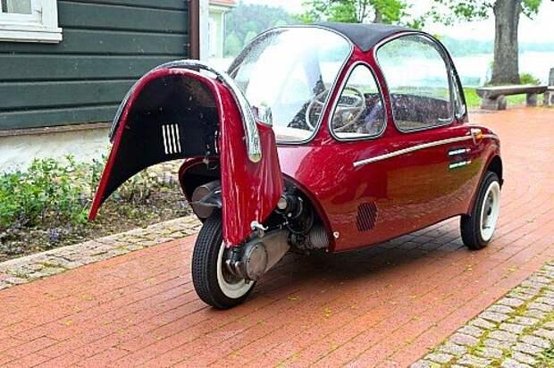 Мотор смещен в «хвостик» – благодаря этому машина получилась четырехместной.