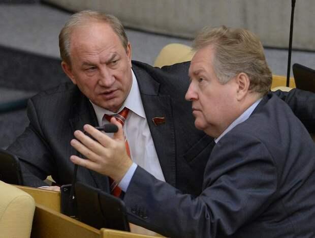 Депутаты от КПРФ просят ФАС разобраться с ценами на бензин....