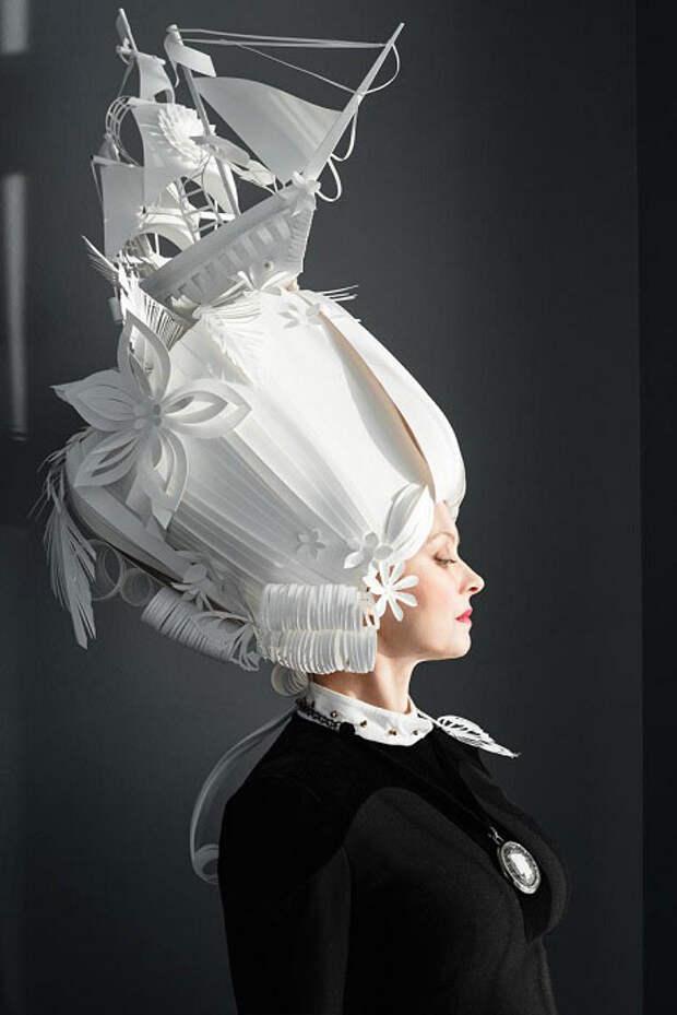 Трудно поверить — потрясающие наряды и парики, выполненные из обычной бумаги
