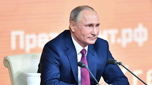Любовь, политика и квас. Чем запомнились большие пресс-конференции Путина