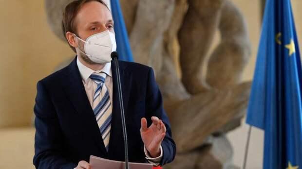 Новый чешский министр начинает свою работу с ультиматумов России и звонков НАТО