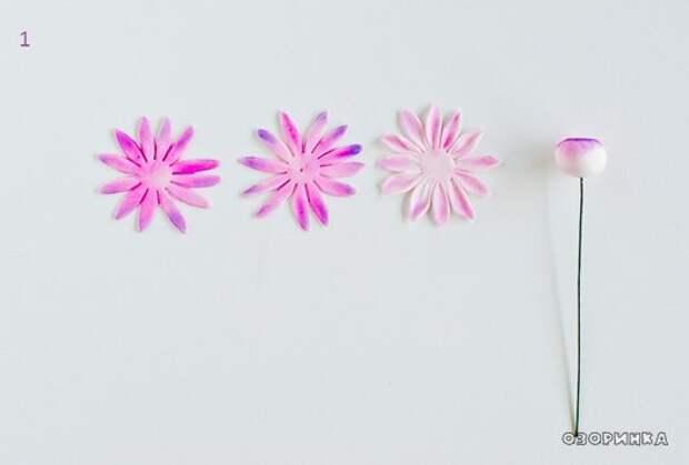 начало изготовления красивого цветочка из сахарной мастики