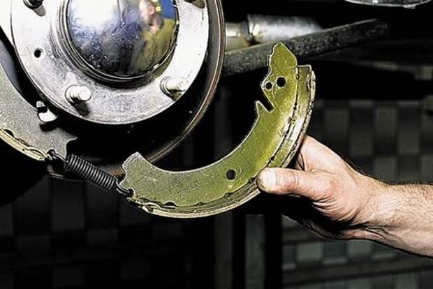 Chevrolet Niva: проверка состояния и замена задних тормозных колодок
