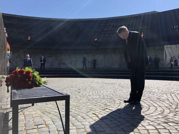 Александр Беглов почтил память героических защитников Ленинграда