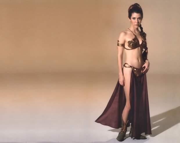 Названы самые красивые девушки в бикини столетия