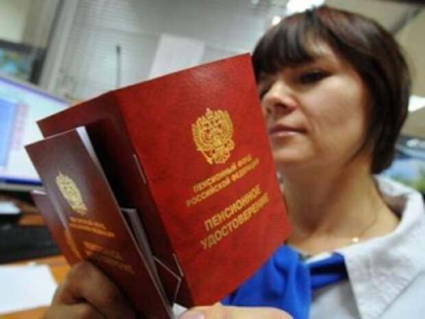 Предлагается приостанавливать выплату пенсий работающим пенсионерам с доходом от 83 000 руб. в месяц