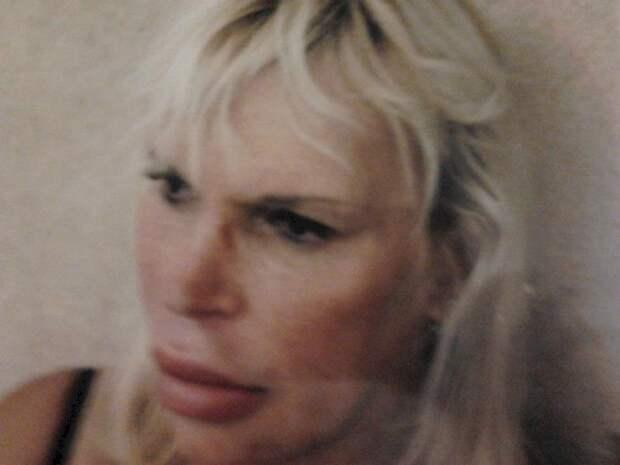 Соседи Фульвии отвернулись от неё, начав дразнить её клоуном. transgender, пластическая операция, ужас