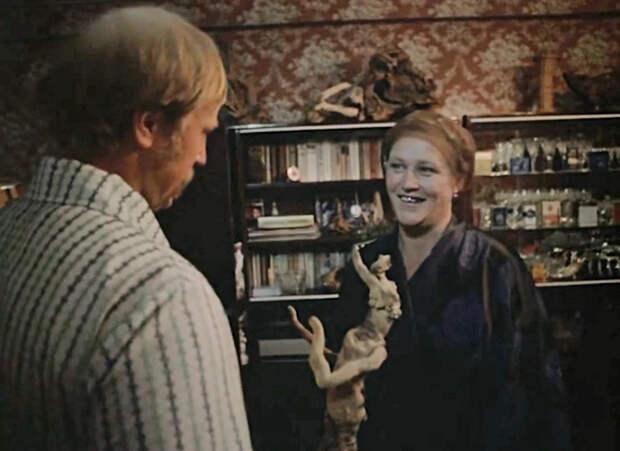 Квартира из фильма «Родня»: детали интерьера, как символ сытой жизни 80-ых