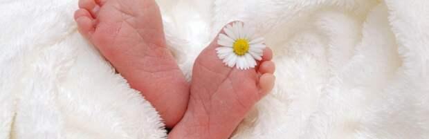 Врачи вытащили булавку из дыхательных путей трехмесячной девочки в Шымкенте