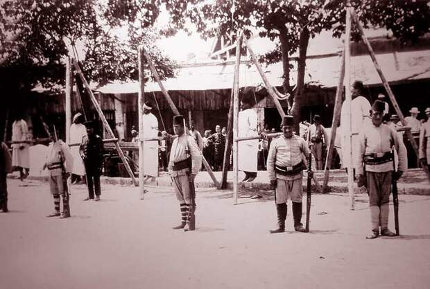 повешенные армяне во время геноцида