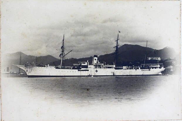 11. Общий вид парохода «Царица», на котором был оборудован плавучий лазарет Красного Креста. Дальний Восток