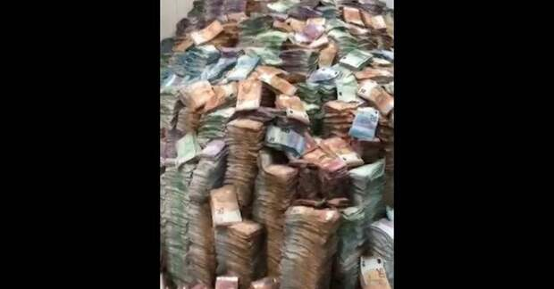 Обгоревшие тонны денег на столичном складе связали с делом Арашукова