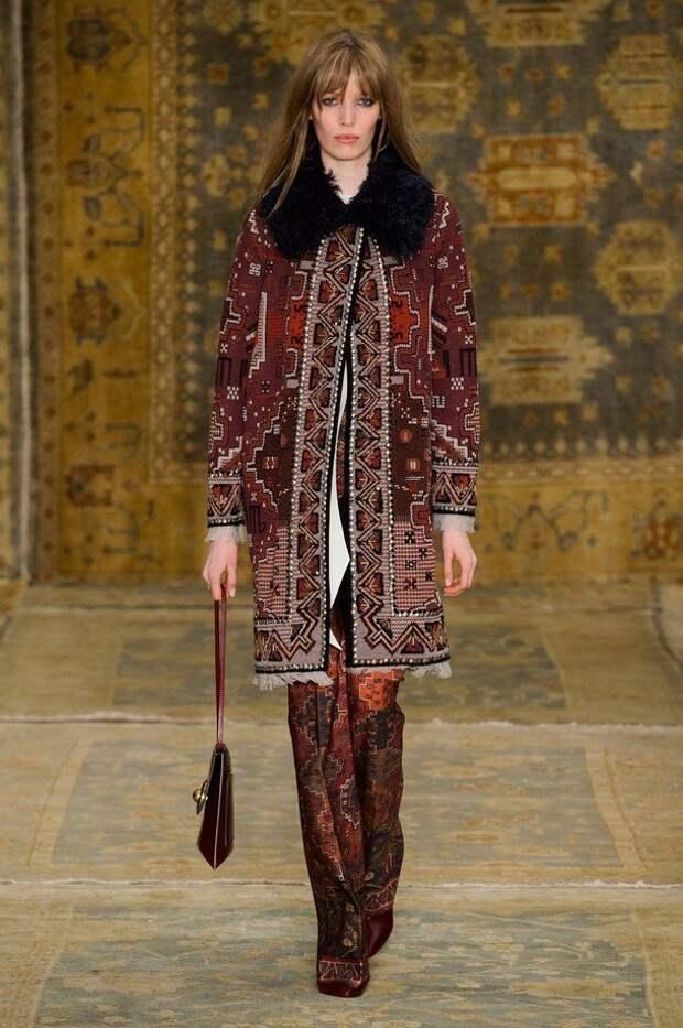 Модный «ковровый» принт зимой 2020-2021 на верхней одежде и не только