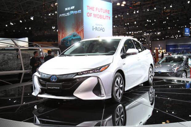 Toyota все-таки дотянула Prius до розетки