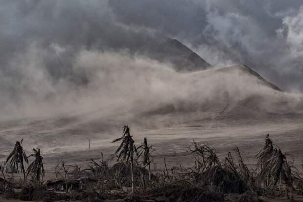 8 мрачных фото последствий извержения вулкана Тааль на Филиппинах