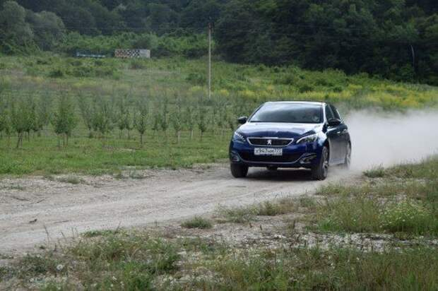 Автопроизводители отреагировали на девальвацию рубля ростом цен